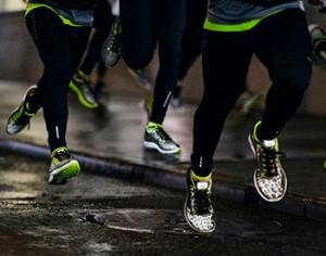Hardlopen in het donker (Bron: https://www.sportoutfit.nl/sites/default/files/blog/hardlopen-donker.jpg)